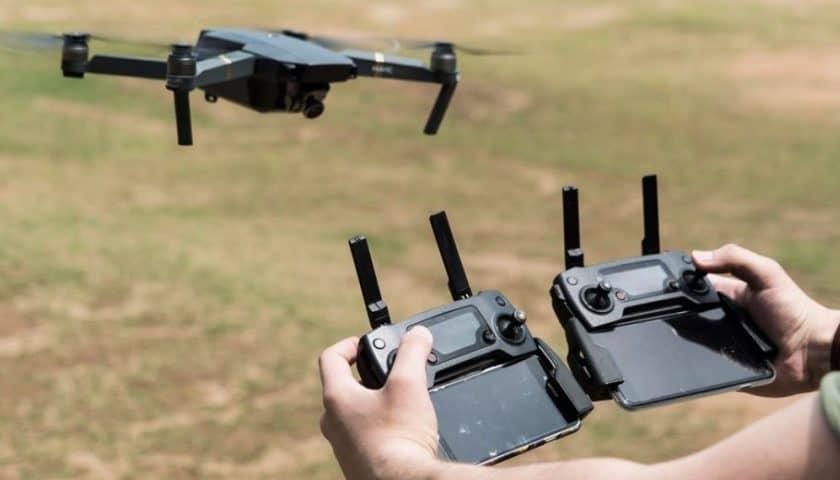 Come pilotare con due radiocomandi il drone Dji Mavic Pro