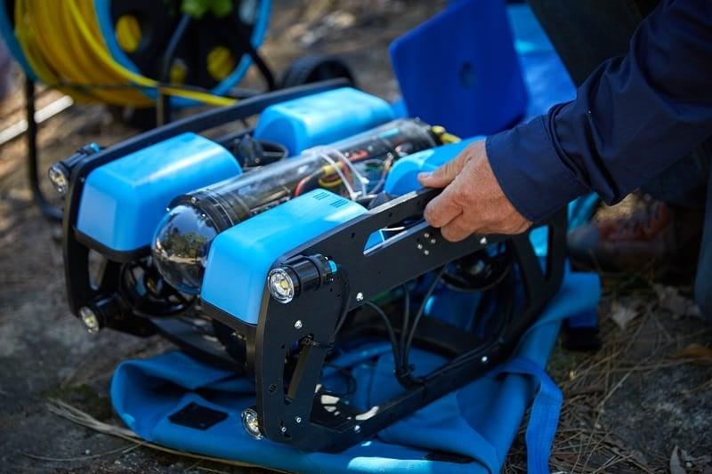 Drone subacqueo per ispezioni condotte
