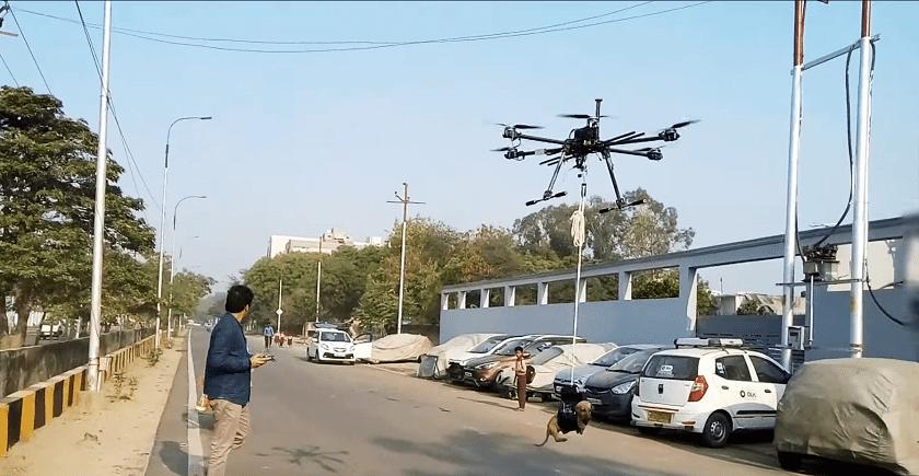 Drone che salva un cane a Nuova Delhi