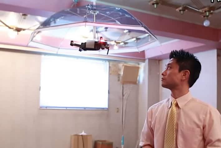 Il drone ombrello che ci ripara dalla pioggia