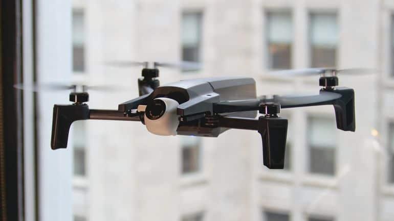 Drone Parrot Anafi pieghevole e compatto