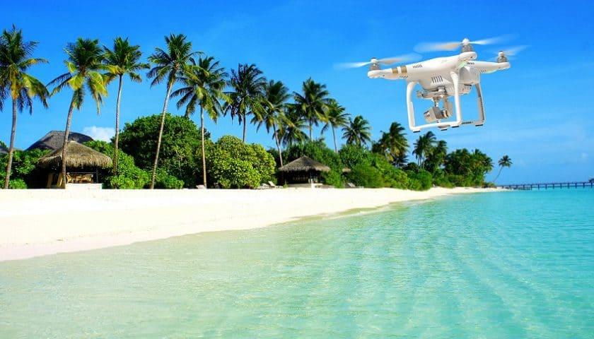 Droni in spiaggia in Sardegna