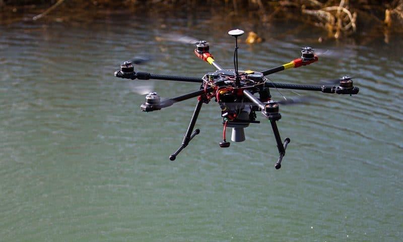 Droni per il controllo di fiumi dotati di termocamere