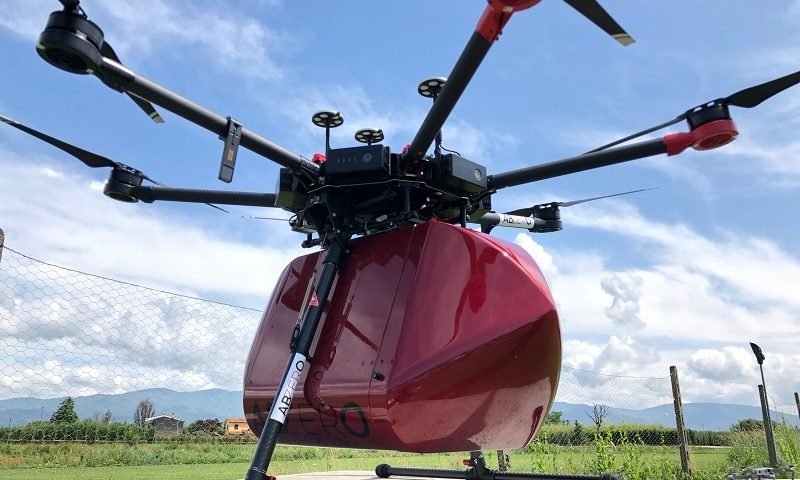 Drone che trasporta sangue e medicinali a Pontedera