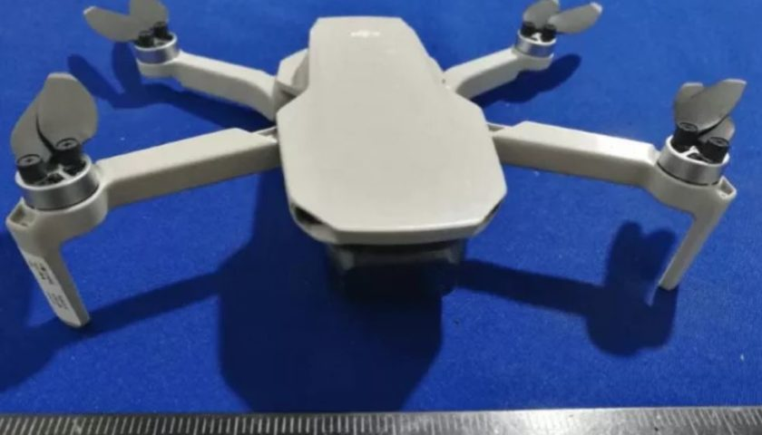 Drone Dji Mavic Mini che pesa 245 grammi